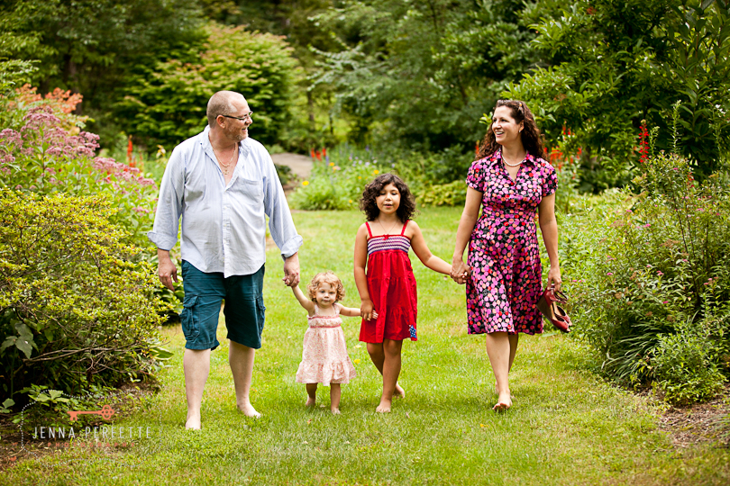 family daughters girls dad mom outside photography photographer new jersey nj pictures happy backyard family photo session