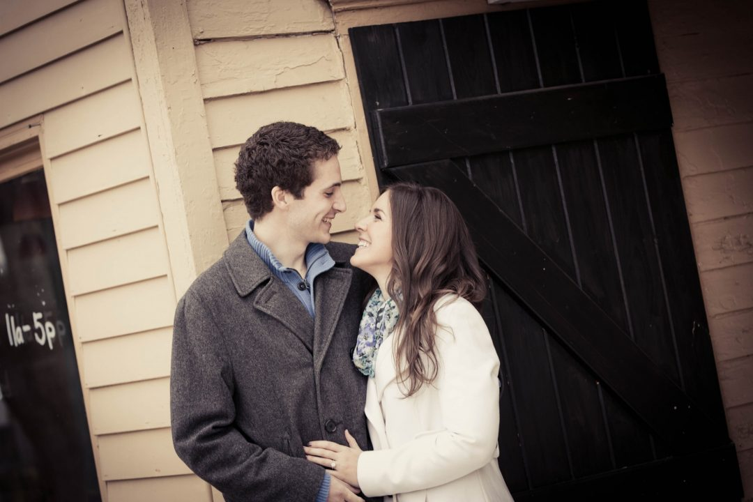 wintery-christmas-holiday-peddlers-village-engagement-session