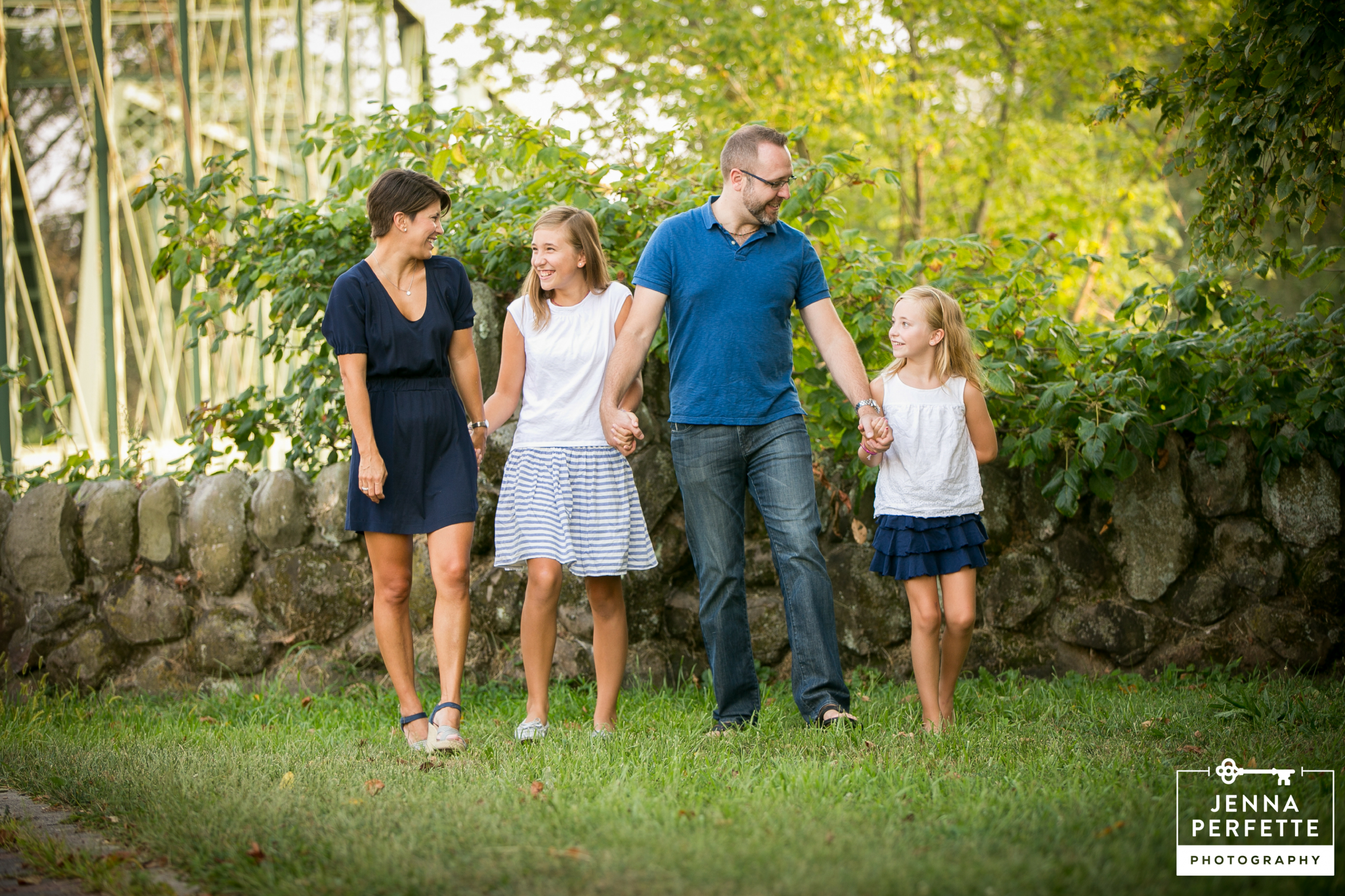 What to Wear to Your Family Session for the most Picture Perfect Holiday Cards
